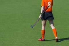Een mooie jonge speler van het vrouwenhockey stock fotografie