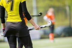 Een mooie jonge speler van het vrouwenhockey royalty-vrije stock foto