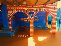 Een mooie kleurrijke boog in een lokaal Nubian-huis Stock Foto's
