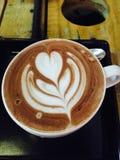 Een mooie lattekunst, Cappucino Stock Foto