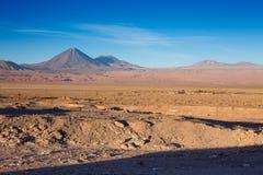 Een mooie mening over de vulkaan licancabur dichtbij San Pedro de Atacama, Atacama-Woestijn, Chili Stock Fotografie