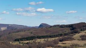 Een mooie mening van het Roemeense platteland op een warme dag van de lente royalty-vrije stock fotografie