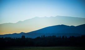 Een mooie perspectiefmening boven bergen met een gradiënt Royalty-vrije Stock Foto