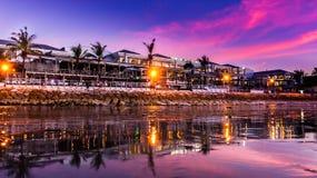 Een mooie Purpere Zonsondergang in Kuta Bali Royalty-vrije Stock Afbeeldingen