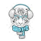 Een mooie tijger in de winterhoofdtelefoons en een sjaal Vectorillustratie voor een prentbriefkaar of een affiche De Kerstman _2 stock illustratie
