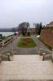 Een mooie tuin dichtbij het oude kasteel in de stad van belgra Royalty-vrije Stock Afbeelding