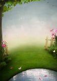 Een mooie tuin met vijver Stock Afbeelding