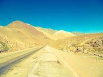 Een mooie vallei van bergen door Ruta 40 Mendoza Argentinië stock afbeelding