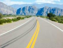 Een mooie vallei van bergen door Ruta 40 Mendoza Argentinië Stock Fotografie