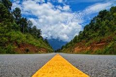 Een mooie weg stock afbeeldingen