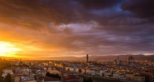 Een mooie zonsondergang in Florence, Italië royalty-vrije stock afbeeldingen