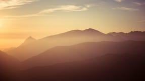 Een mooie zonsopgang boven de bergen Stock Fotografie