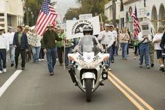Een motorfietspolitieagent Stock Foto's
