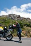 Een motorfietsportret van een jonge vrouw. stock fotografie