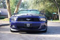 Een Mustang van 2012 V6 in frontale mening Stock Fotografie