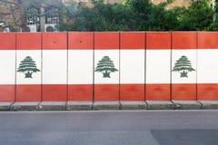 Een muur met grafiti van de vlag van Libanon in hamra in Beiroet in Libanon 32 februari Royalty-vrije Stock Foto's