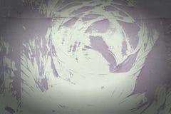 Een muur met een onbegrijpelijk abstract patroon De achtergrond is vuile purper en grijs Foto met een vignet Royalty-vrije Stock Afbeeldingen