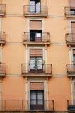 Een muur van balkons in Barcelona, Spanje. Stock Foto's