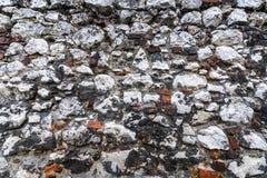 Een muur van kleurrijke stenen wordt gemaakt die Natuurlijke Textuur stock foto