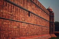 Een muur van rood fort of Lal Qila in Delhi, India stock foto's