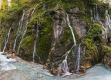 Een muur van watervallen stock fotografie