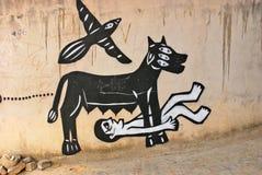 Een muurhoogtepunt van onwettige graffiti. Stock Foto