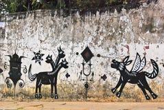 Een muurhoogtepunt van onwettige graffiti. Stock Foto's