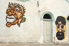 Een muurhoogtepunt van onwettige graffiti. Stock Afbeeldingen