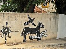 Een muurhoogtepunt van onwettige graffiti. Stock Fotografie