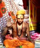 Een mystieke sadhu met van de voorhoofdmake-up en borst tatoegeringen in grote kumbhmela 2016, Ujjain India Royalty-vrije Stock Foto