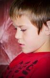 Een nadenkende Jonge Jongen Preteen Royalty-vrije Stock Foto's