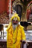 Een Nepali Sadhu in kleurrijke kleren stock foto's
