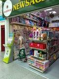 Een newsagent ` s winkel stock foto's