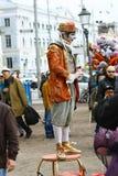 Een niet geïdentificeerde straatuitvoerder bootst na Royalty-vrije Stock Fotografie