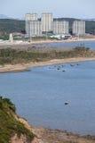 Een nieuwe stad die door de kust worden gebouwd Stock Foto