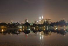 Een nightscapemening van Kuala Lumpur Stock Afbeelding