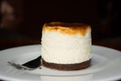 Een norse cheezcake met karamel op bovenkant Royalty-vrije Stock Fotografie