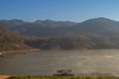 Een ochtendmist, Mening van Ping River, Lamphun-provincie, Thailand Stock Foto