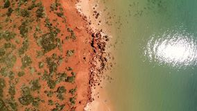Een oever en het overzees met klip stock footage