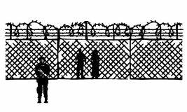 Een omheining van prikkeldraad bij de grens Stock Foto