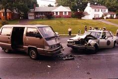 Een ongeval die een politiewagen impliceren stock fotografie