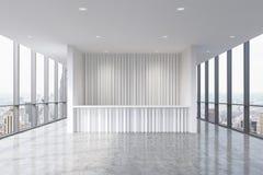 Een ontvangstgebied in een modern helder schoon bureaubinnenland Reusachtige panoramische vensters met de mening van New York Stock Foto