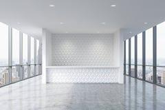 Een ontvangstgebied in een modern helder schoon bureaubinnenland Reusachtige panoramische vensters met de mening van New York Stock Fotografie