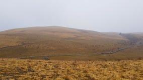 Een onvruchtbaar plateau in de de herfstmist, Yunnan, China royalty-vrije stock foto