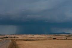 Een onweer die over de Spaanse vlakte afdrijven Stock Afbeelding