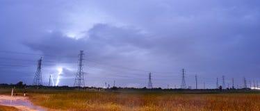 Een onweersbui van Texas produceert elektrolossing dichtbij machtsli Stock Foto's
