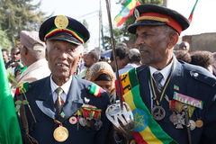 Een oorlogsveteraan met medailles viert de 119ste Verjaardag van Advertentie Stock Foto's