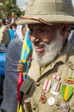Een oorlogsveteraan met medailles viert de 119ste Verjaardag van Advertentie Stock Fotografie