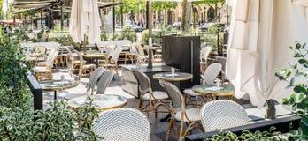 Een openluchtkoffie in Parijs, Frankrijk stock foto
