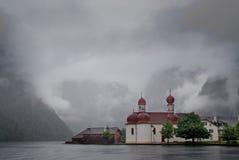 Een orthodoxe kerk stock afbeeldingen